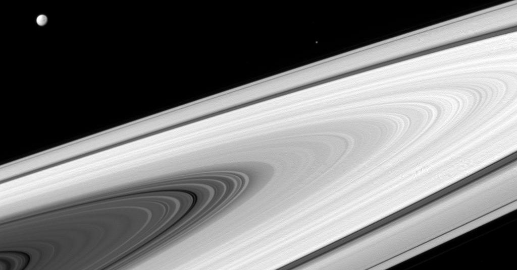 Space Photos of the Week: Cassini's Curtain Call
